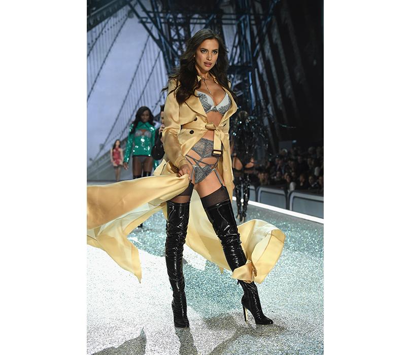 Style Notes: самые яркие моменты показа Victoria's Secret 2016. Ирина Шейк