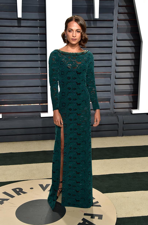 Oscars Special 2017: звезды навечеринке Vanity Fair Oscar Party. Алисия Викандер в Louis Vuitton
