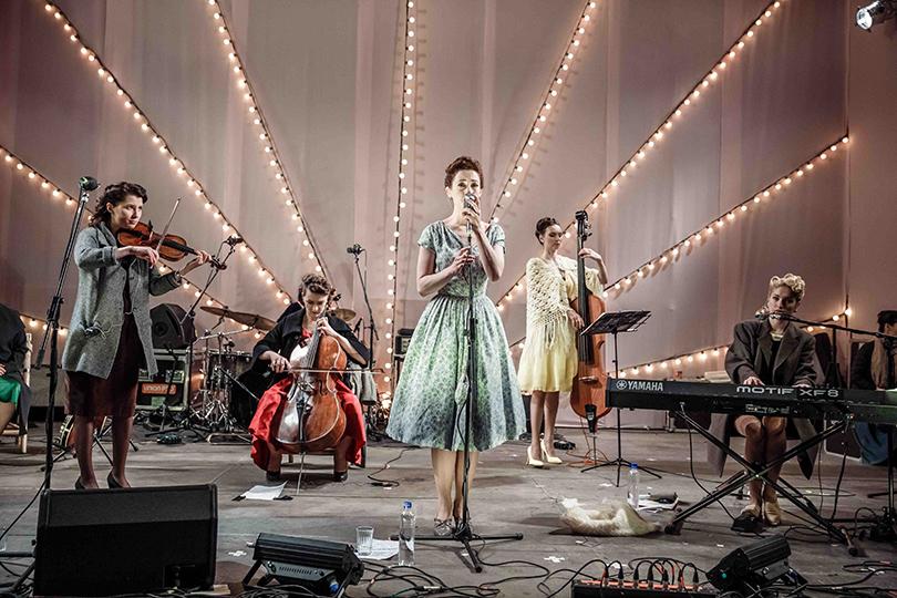 КиноТеатр: «Современник» отметил юбилей на Триумфальной площади. Мириам Сехон и«Виа Татьяна»