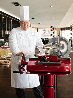 Планы налето: новый шеф-повар, «городской пляж» идругие новости женевского Grand Hotel Kempinski
