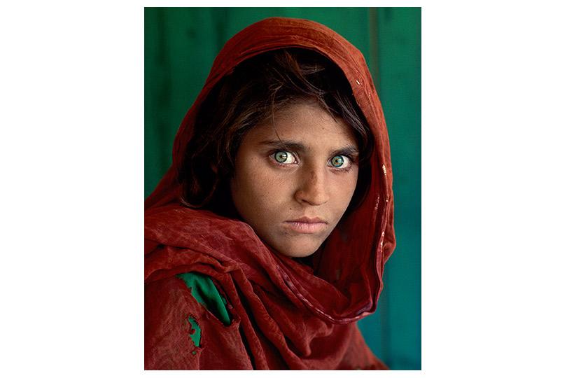 Шарбат Гула. Афганская девочка. Лагерь беженцев Насир-Баг недалеко отПешаварa, Пакистан.1984