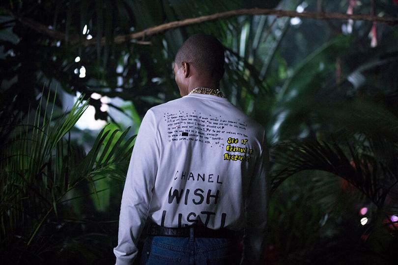 Стразы, неон и oversize: Фаррелл Уильямс представил долгожданную коллаборацию с Chanel