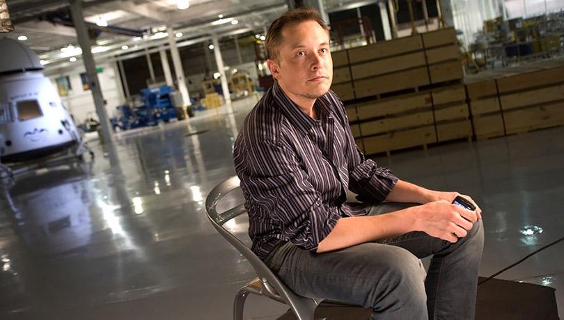 Пока специалисты работают непосредственно наместе трагедии, основатель компаний Tesla иSpaceX Илон Маск также предлагает решения для сложившейся ситуации.