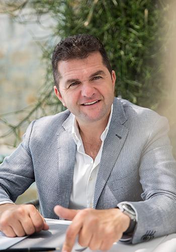 Вангелис Дактилидес, один из совладельцев девяти отелей знаменитой Myconian Collection