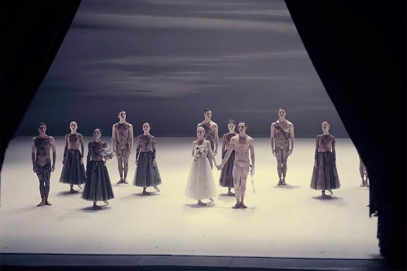 Видео дня: премьера балетной постановки «Белая ночь» в Риме и экскурсия Марии Грации Кьюри по Вечному городу