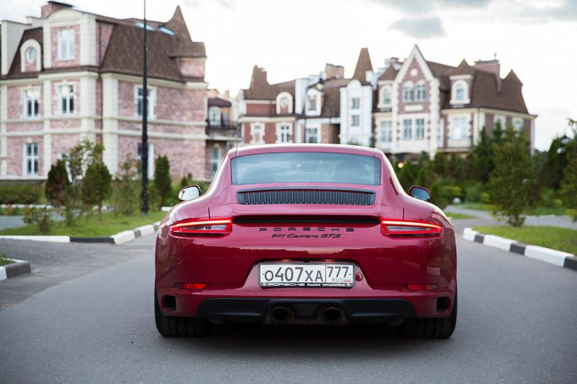 Авто с Яном Коомансом: обзор Porsche 911 Carrera GTS