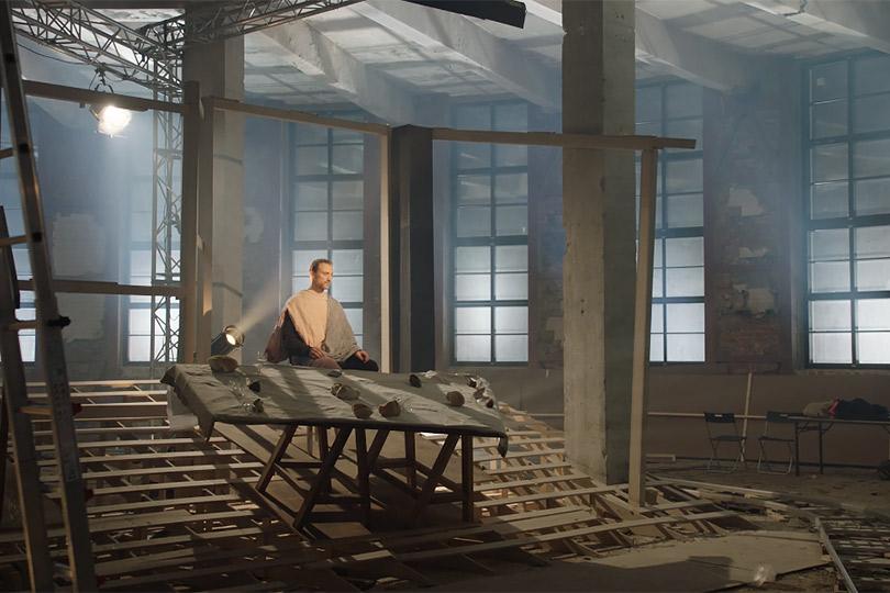 Дмитрий Крымов. Видеоинсталляция «Вконце пребывает начало», стоп-кадр извидео.2018