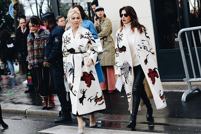 Street Style: лучшие образы уличной моды сParis Couture осень-зима— 2018. Яна Рудковская и Стелла Аминова
