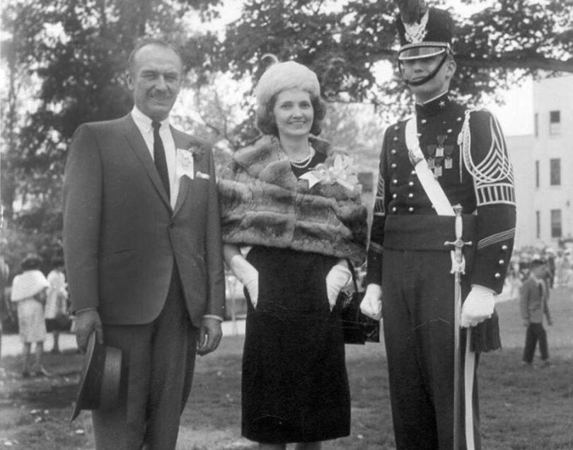 Родители Дональда Трампа. Его отец Фред Трамп родом изБронкса, амать Мэри— шотландская эмигрантка