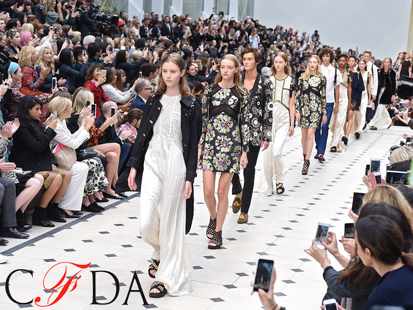 Главные события вмире моды за2016 год. Burberry будет продавать свои вещи сразу после показа