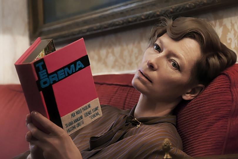 Что читает Тильда Суинтон? В Лондоне открылся бар с библиотекой от знаменитой актрисы