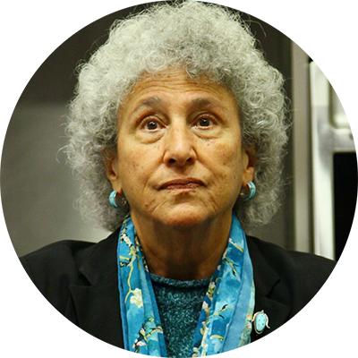 Мэрион Несл, профессор исследований питания иобщественного здоровья изНью-Йоркского университета
