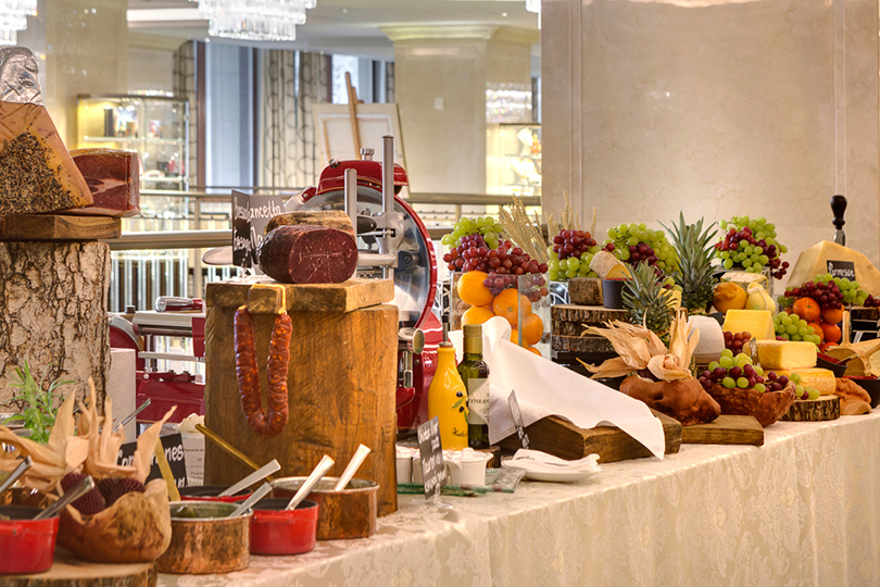 Пасха вмосковских ресторанах: необычные куличи, подарочные корзины ипраздничное меню. Four Seasons