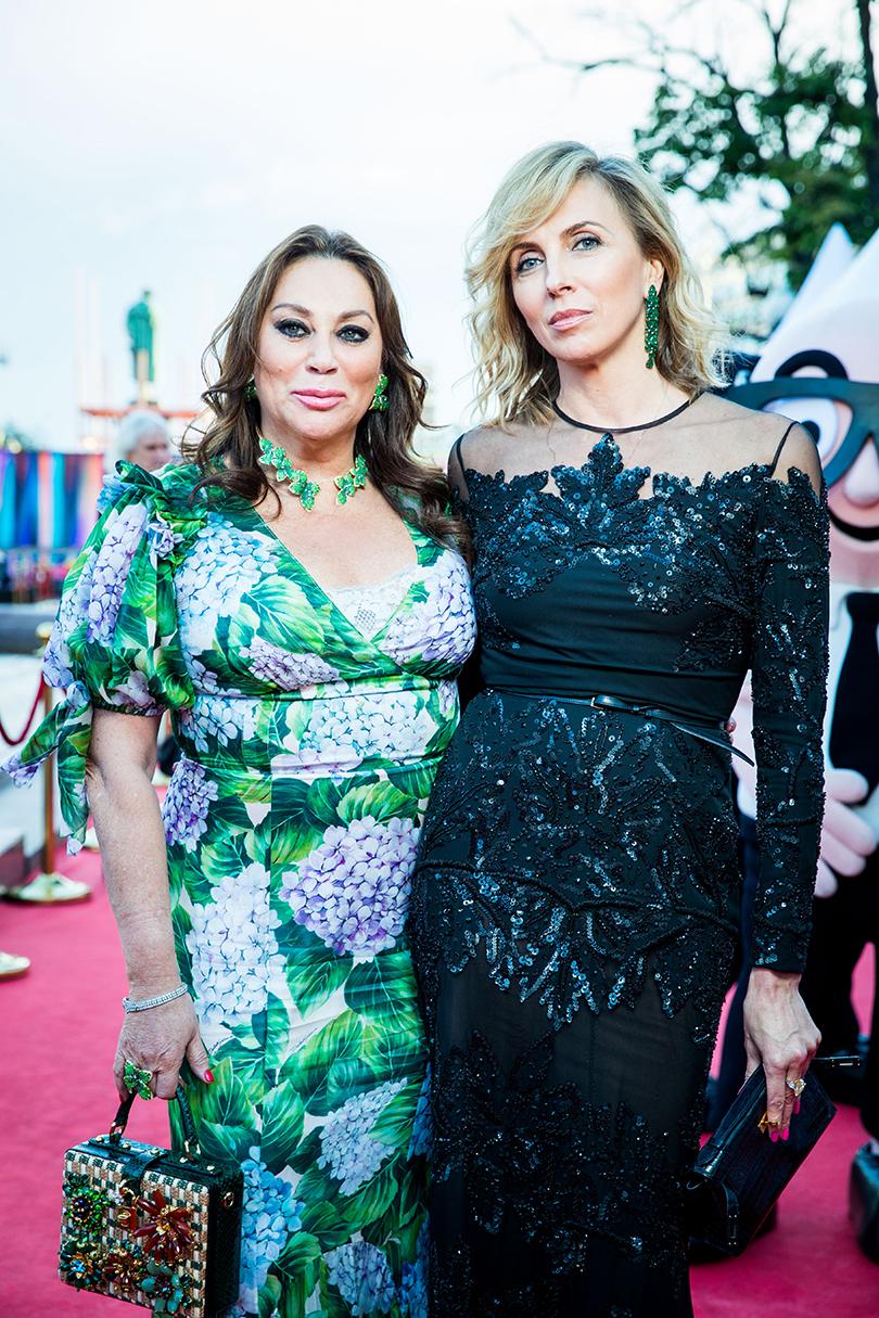 Алла Вербер (вDolce &Gabbana иукрашениях Pasquale Bruni изколлекции Giardini Segreti Haute Couture) иСветлана Бондарчук