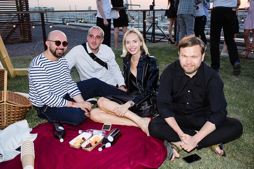 Вечеринка Simple Pleasures Rooftop Party. Виталий Козак, Павел Вардишвили, Илона Столье и Алексей Киселев