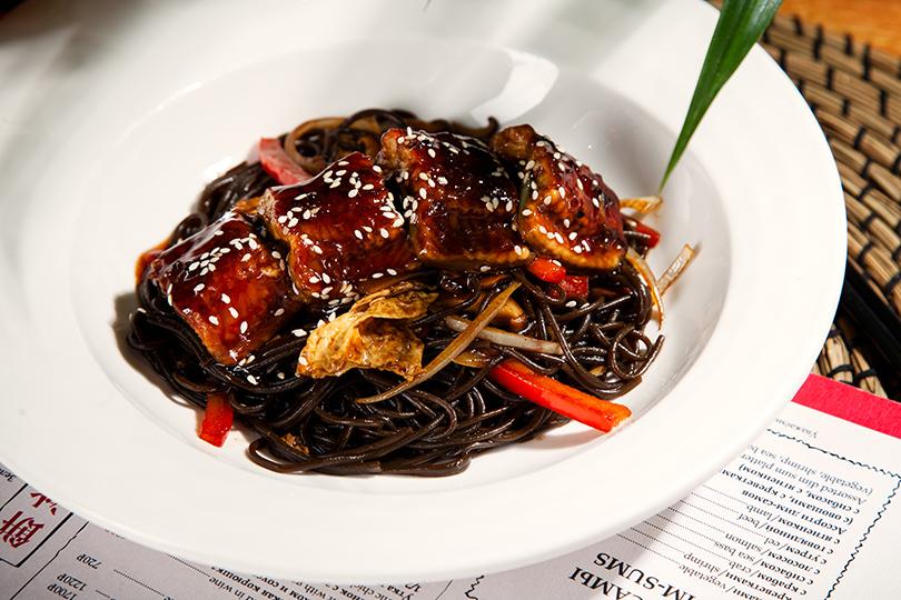 Новый ресторан: «Китайская грамота» вСанкт-Петербурге. Лапша черная с угрем