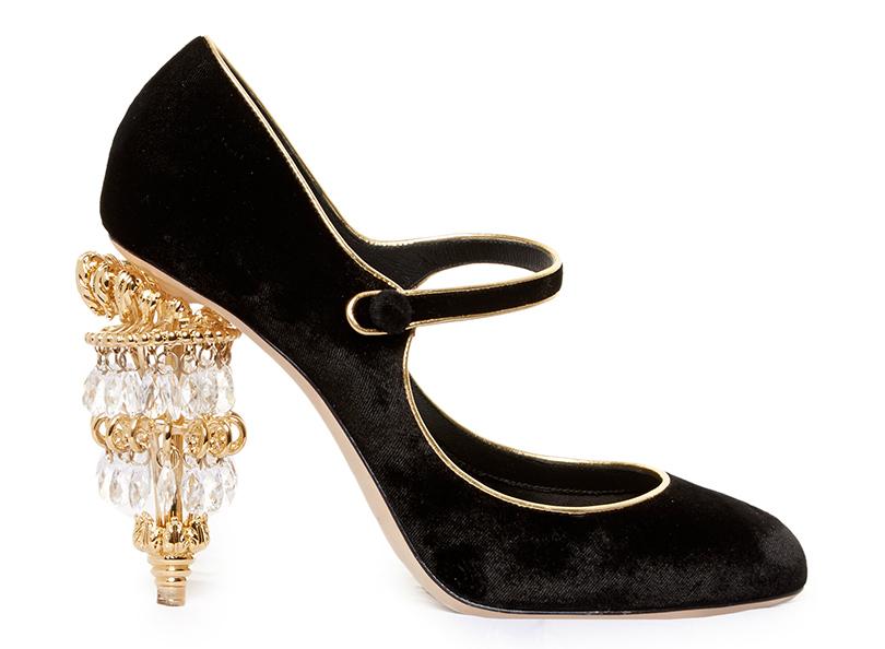 Новый год. Дресс-код: 28лучших пар обуви для новогодней вечеринки. Замшевые туфли Dolce &Gabbana сдекорированным кристаллами каблуком