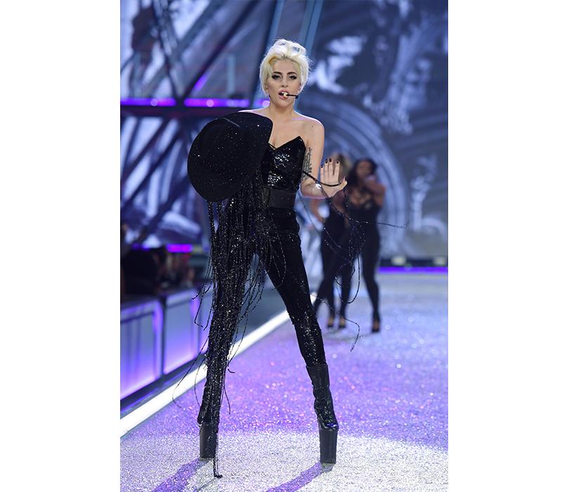 Style Notes: самые яркие моменты показа Victoria's Secret 2016. Леди Гага