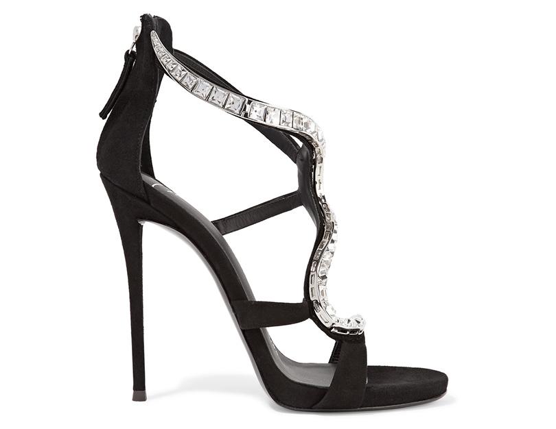 Новый год. Дресс-код: 28лучших пар обуви для новогодней вечеринки. Босоножки Giuseppe Zanotti сдекорированным кристаллами ремешком