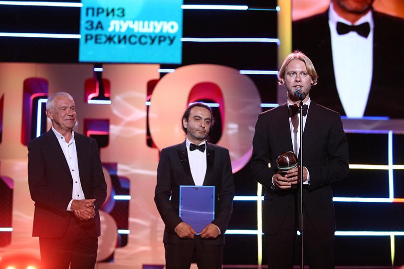 Церемония закрытия фестиваля «Кинотавр» вСочи. Сергей Гармаш, Джаник Файзиев и Илья Стюарт