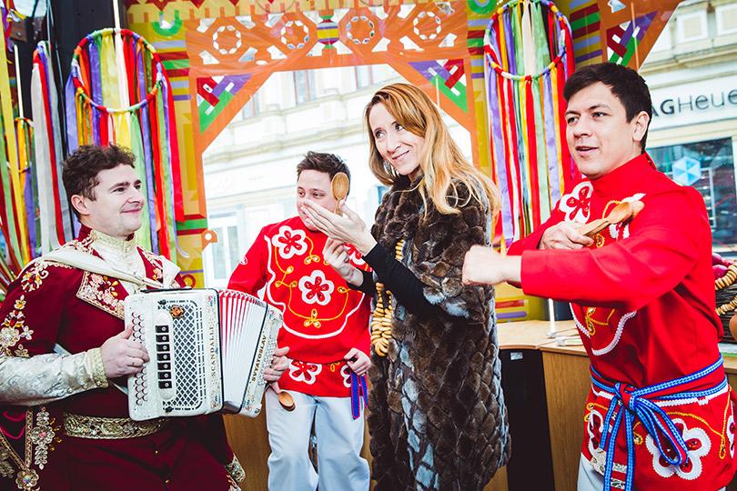 Светская неделя с Ириной Чайковской: празднование широкой Масленицы вЦУМе. Юрате Гураускайте (Instyle Russia)