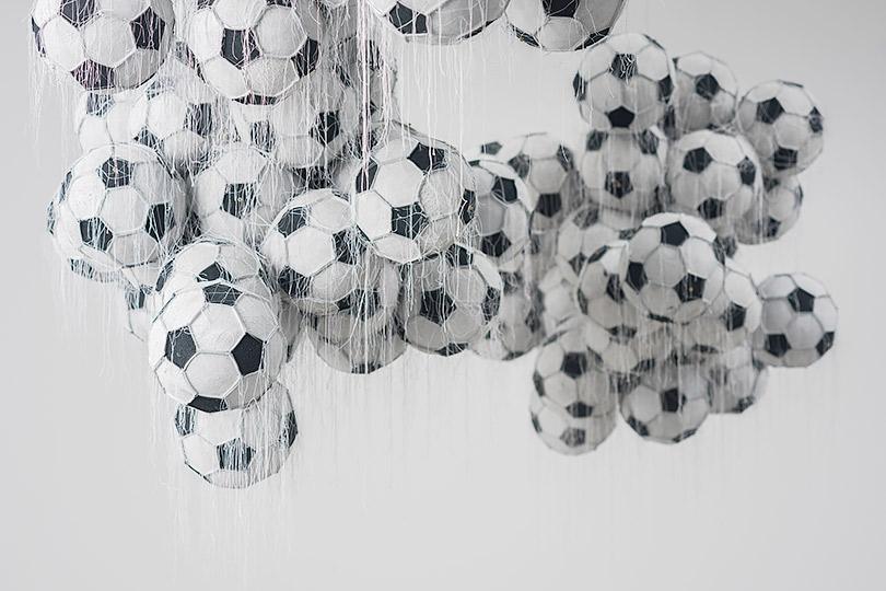 Современные художники офутболе: в«Зарядье» открывается выставка «Мяч вискусстве»