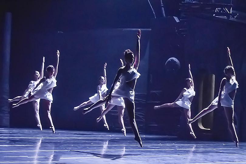 Сцена избалета Анжелена Прельжокажа «Ромео иДжульетта»