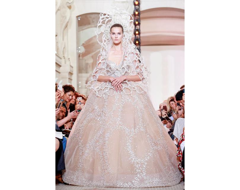 Фото дня: свадебное платье нашоу Elie Saab Couture произвело фурор