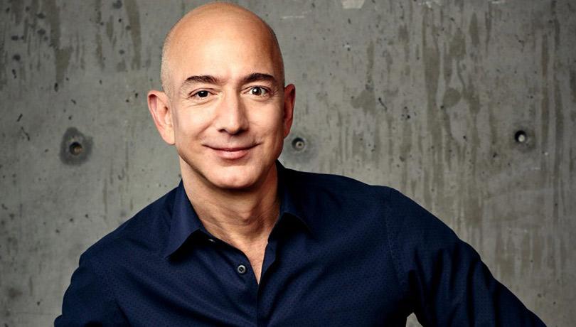 Глава Amazon Джефф Безос стал самым богатым человеком всовременной истории