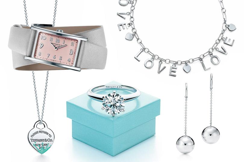 Tiffany &Co.: часы Tiffany EastWest Mini, подвеска Return toTiffany, кольцо Tiffany Setting, браслет сподвесками Tiffany Charms Love, серьги Tiffany HardWear