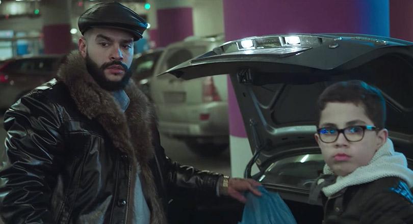 «Цвет настроения— синий»: премьера пародийного клипа Филиппа Киркорова откоманды «Вечернего Урганта»