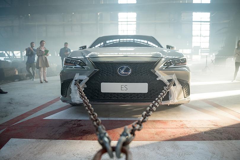 Авто с Яном Коомансом: сценарий рекламного ролика Lexus ES написал искусственный интеллект?