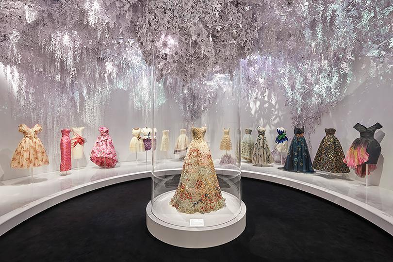 «Кристиан Диор: дизайнер мечты» Музей Виктории и Альберта, Лондон, Великобритания 2 февраля — 14 июля