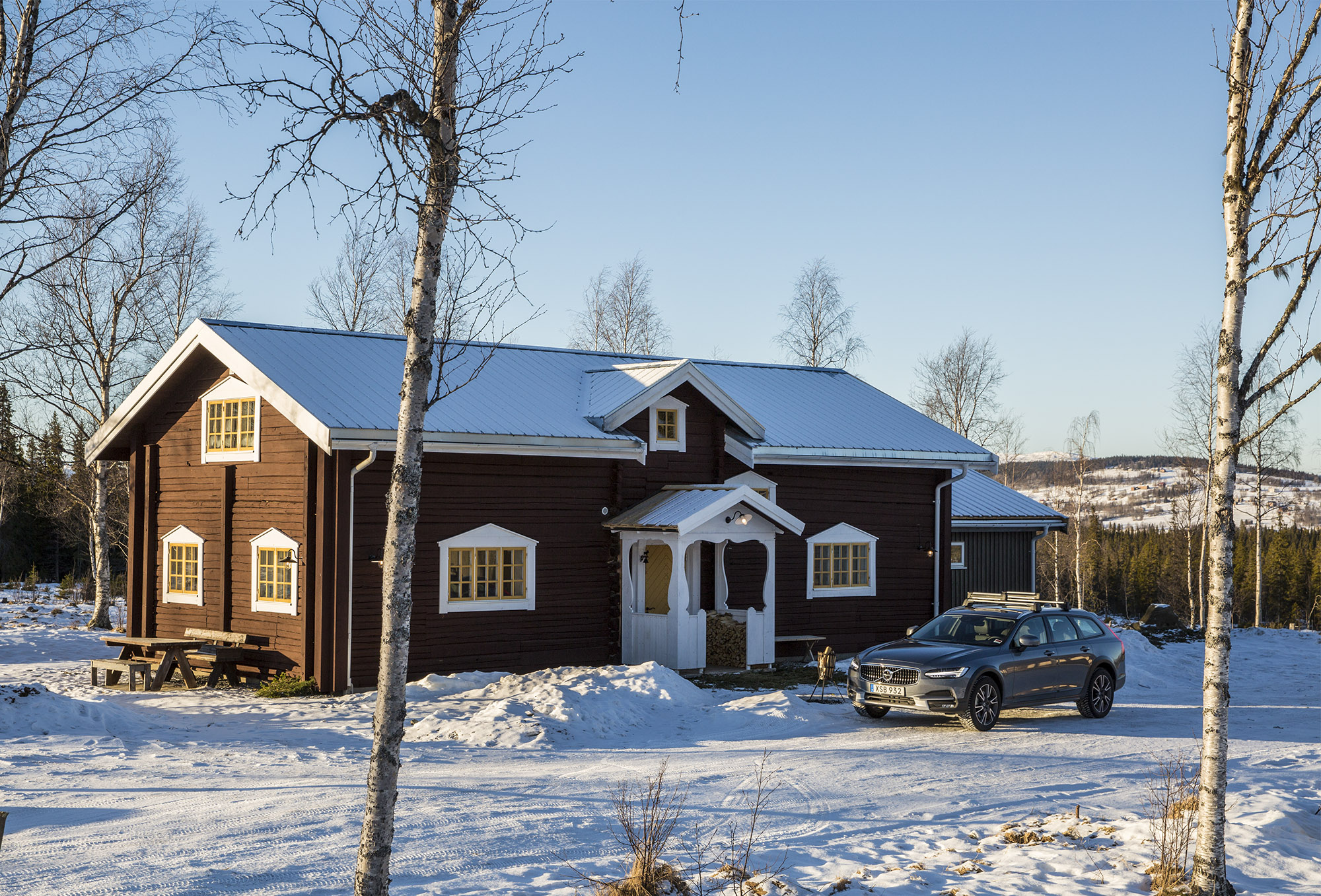 Cars with Jan Coomans. Cold Swedish Adventure: Volvo's Get Away Lodge and the new V90 Cross Country