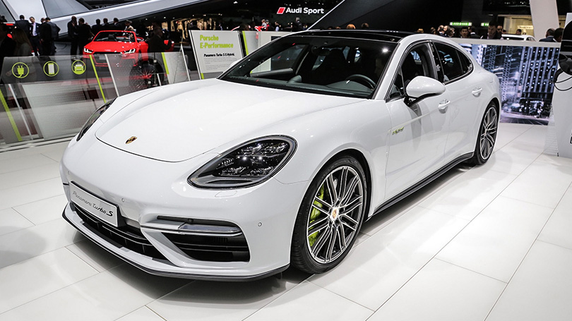 Cars with Jan Coomans: new at the 2017 Geneva Motor Show. Porsche Panamera Turbo S E-Hybrid