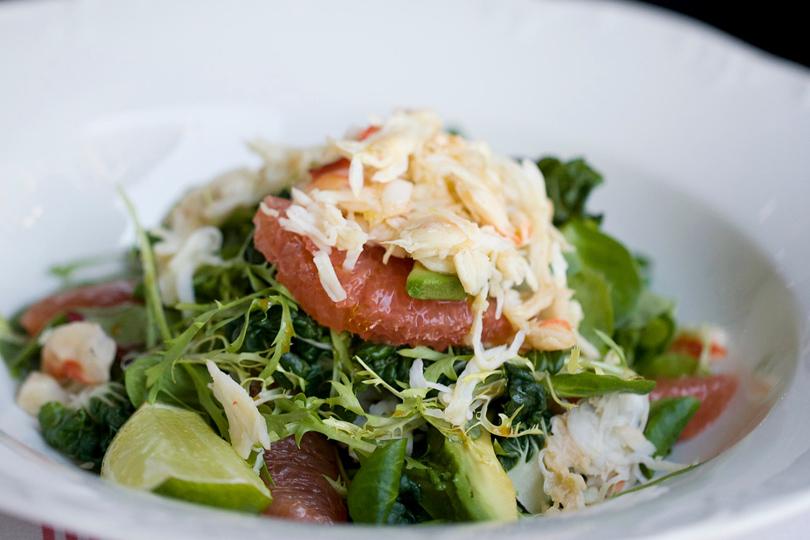 Probka, салат скамчатским крабом, авокадо игрейпфрутом