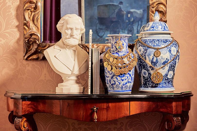 Posta-Бижу: Анна Делло Руссо распродаст коллекцию винтажных украшений на аукционе