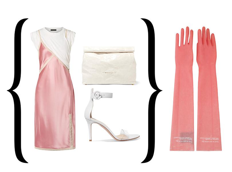 Перчатки изрезины, Calvin Klein 205W39NYC; платье вбельевом стиле, Alexander Wang; сандалии, Gianvito Rossi; клатч изкожи, Simon Miller