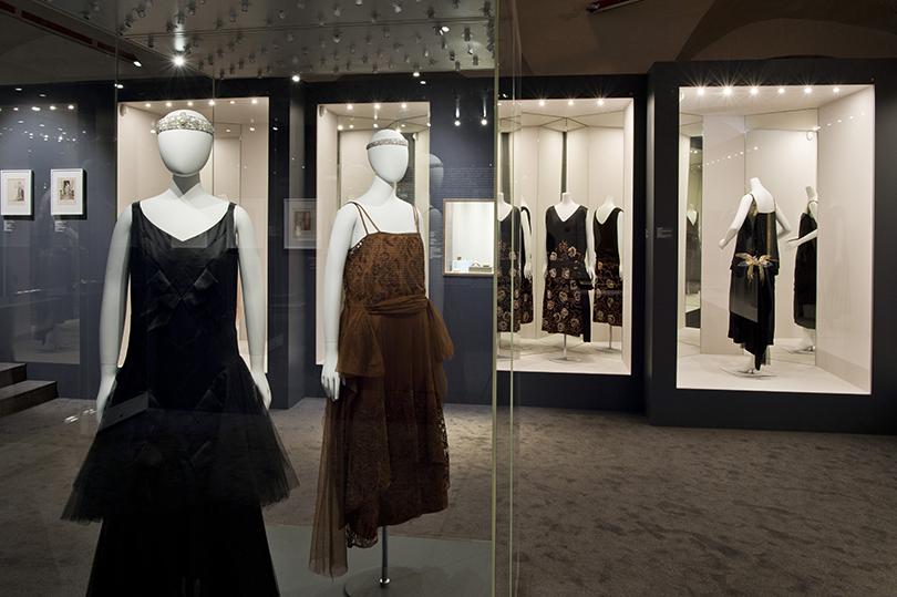 Идея науикенд: изучаем стиль ар-деко навыставке Института костюма Киото вКремле. Вечерние платья изшелкового шармеза итюля отChanel (около 1929 и1922гг.)