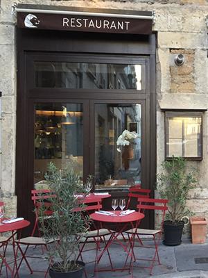 Планы наосень: гастрономическое путешествие поЛиону иБожоле. Традиционные местные рестораны, бушоны,— такаяже достопримечательность Лиона, как античный театр, ренессансный Старый город ивозвышающаяся над городом грандиозная неоготическая базилика Нотр-Дам-де-Фурвьер