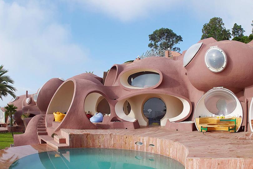 Причина2: «Дворец-пузырь» Пьера Кардена иChâteau deThéoule Sur Mer