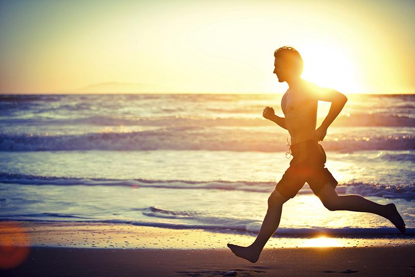 Фитнес сАлексеем Василенко. Как остаться вформе, забросив спортзал навремя летних каникул?