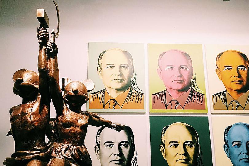 Микки иМинни. Рабочий иколхозница. 2004-2005/ Серия «Горби-Мао»