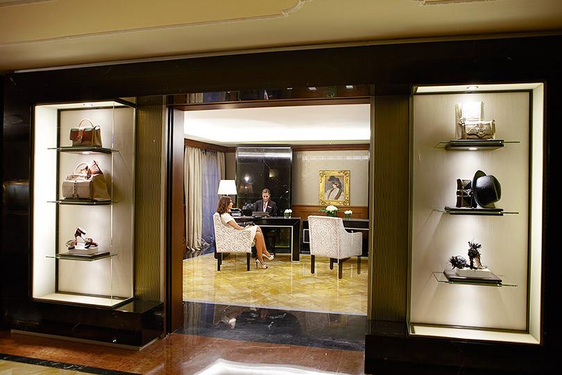 Куда поехать зимой: шопинг с персональным стилистом и экскурсия по дворикам Милана от Baglioni Hotel Carlton