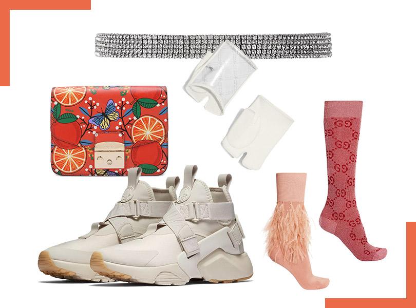 Митенки, Chanel; сумка, Furla Metropolis; кеды, Nike Air Huarache City; чокер, Exclaim; носки, Gucci иN°21