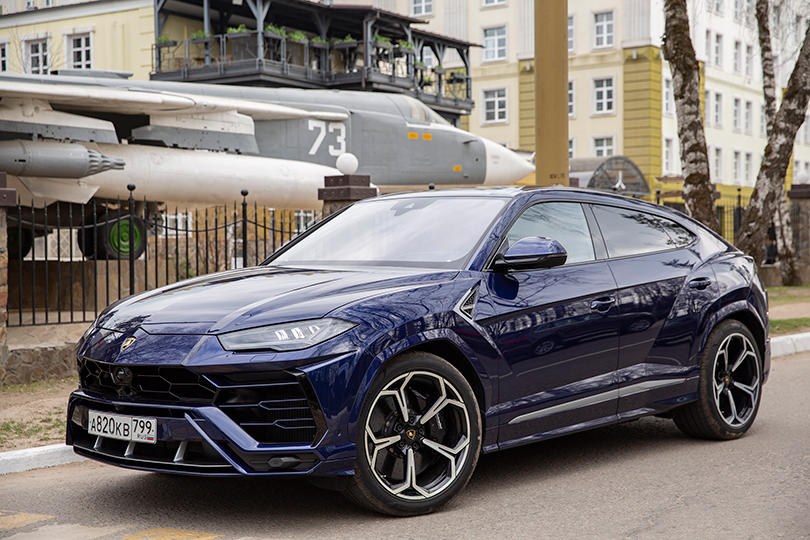 Cars with Jan Coomans. Lamborghini Urus review: master of all trades?