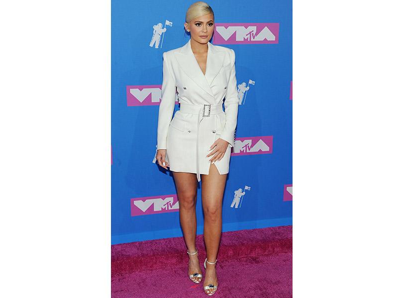Лучшие образы сковровой дорожки MTV VMA 2018. Кайли Дженнер вTom Ford