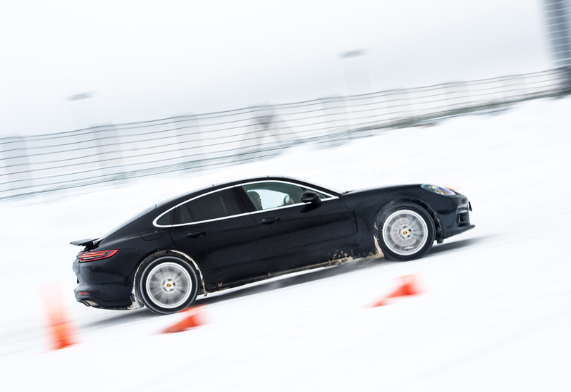 Cars with Jan Coomans: winter fun at the Porsche Driving Center Russia
