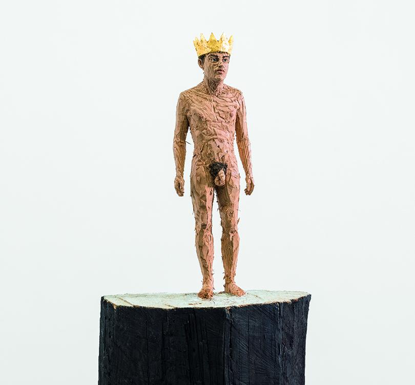 Art Weekend в Москве: деревянные люди Балкенхола. «Обнаженный мужчина взолотой короне»