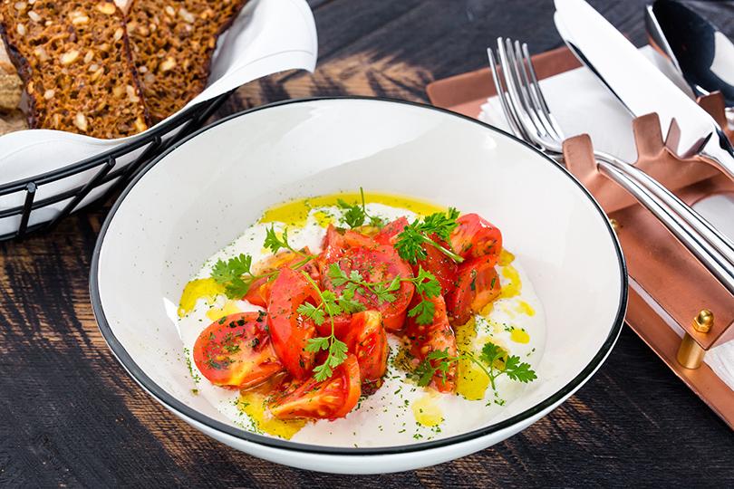 Домашняя страчателла и томаты